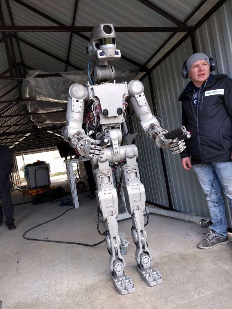 Robô russo 'FEDOR', já está apto a utilizar armas de fogo