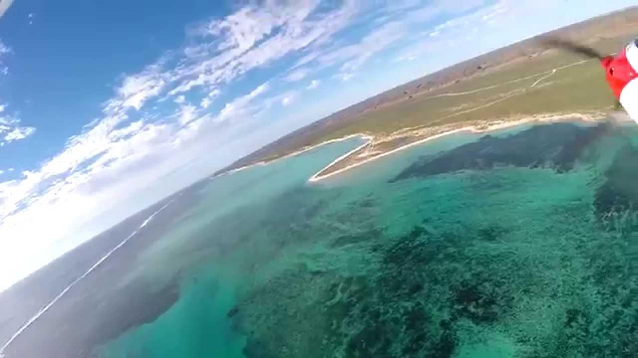 Самолет упал в океан, установленная на нем камера продолжала снимать. The plane crashed