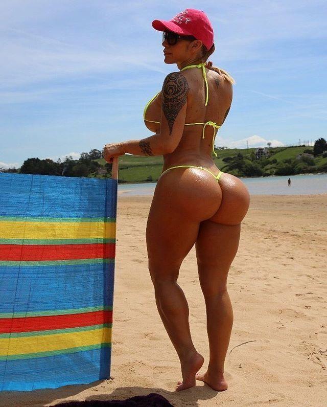 Виктория Ломба - модель с огромной задницей и тремя миллионами поклонников