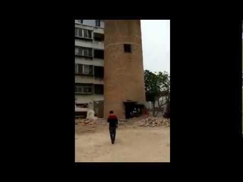 Китайские рабочие снесли водонапорную башню ценой своих жизней