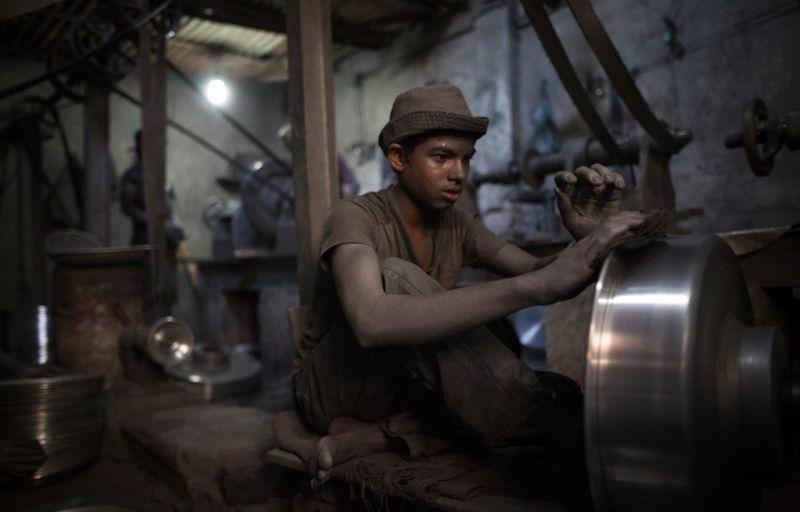 Детский труд на алюминиевом заводе в Бангладеш