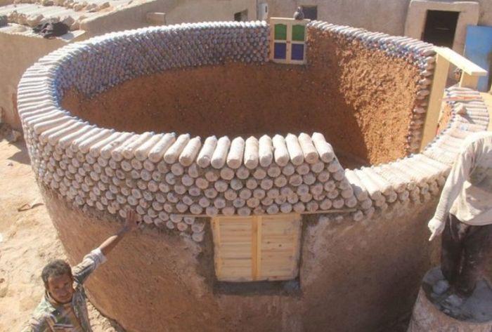 Дома из пластиковых бутылок с песком - доступное и практичное жилье для алжирцев