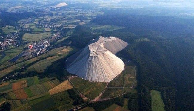 Гигантская гора поваренной соли в Германии растёт каждый час