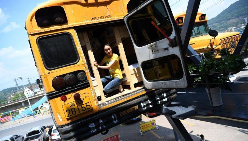 Общежития в старых школьных автобусах