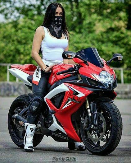Девушки на дорогих мотоциклах