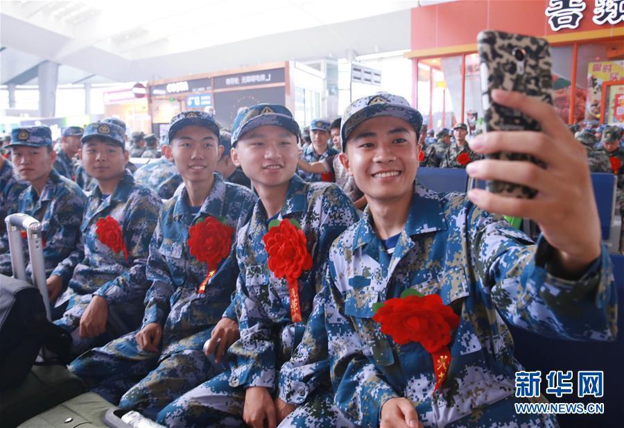 Военный призыв в Китае, новобранцы заступают на службу