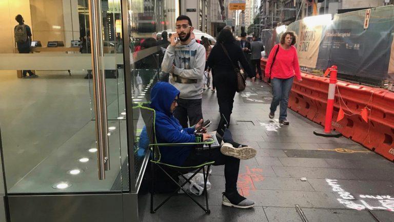 Люди уже начали вставать в очередь за iPhone X