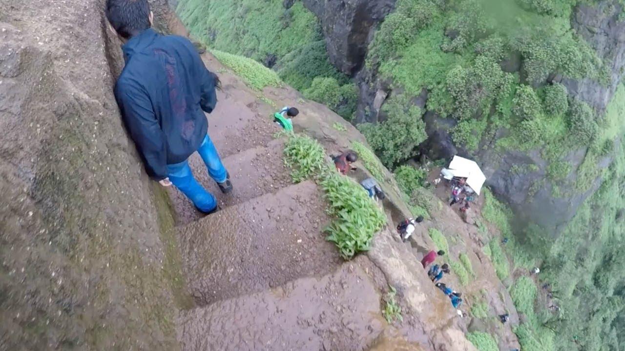 Самый опасный спуск по ступенькам, Kalavantin Durg