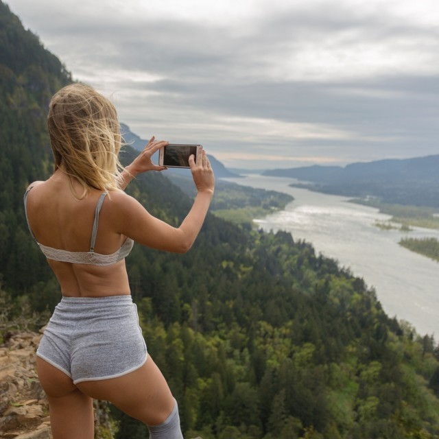 Новые фото из путешествий Сара Андервуд (Sara Underwood) 25 фото