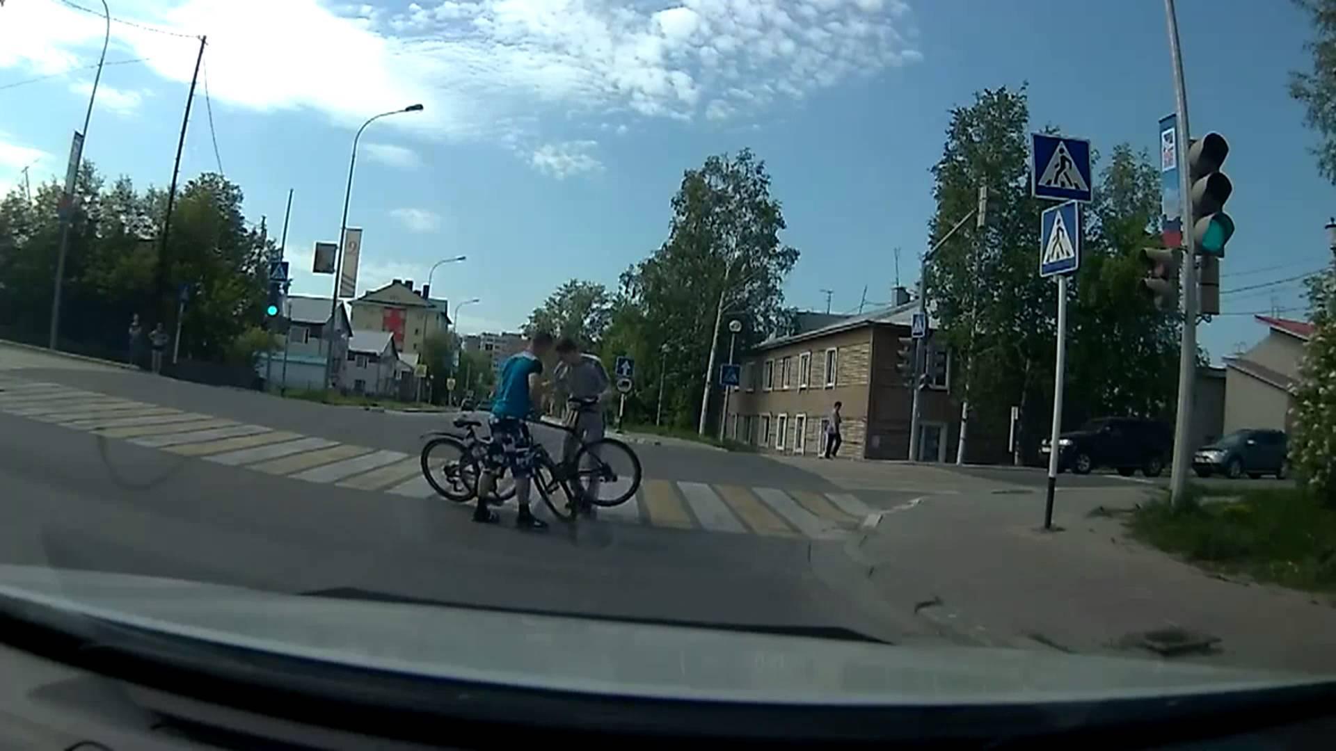 Жесткое ДТП велосипедистов
