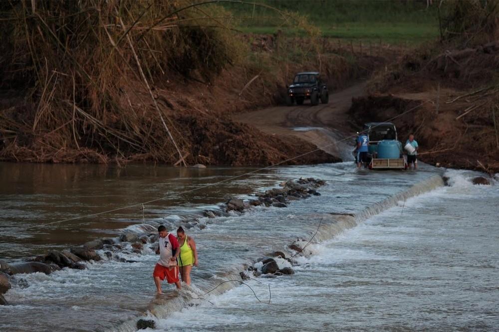 В Пуэрто-Рико ураган Мария разрушил единственный мост в Сан-Лоренцо