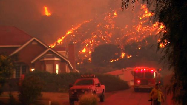 В Калифорнии не удается потушить самый сильный пожар