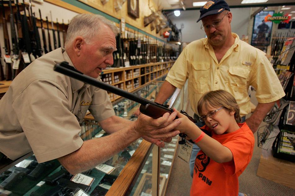 Американцы готовятся к «Зомби Апокалипсису» скупая все оружие