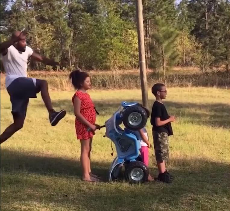 Не самый удачный прыжок через детей (8 фото)