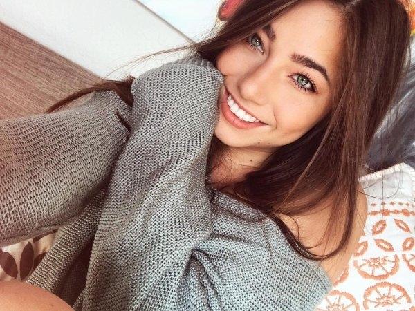 Красивые Девушки улыбаются (35 фото)