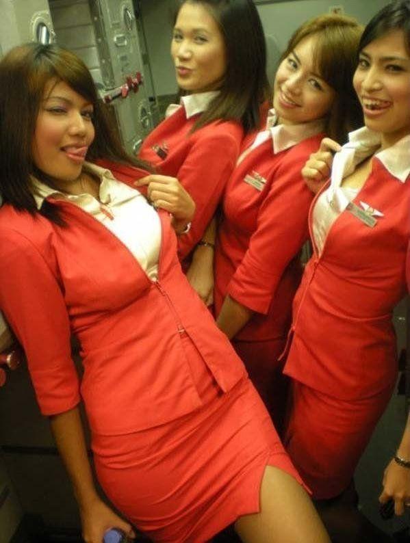 Женщина пожаловалась правительству Малайзии на девушек стюардесс в эротической форме