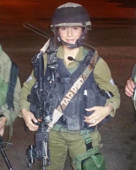 Фигуристая модель Orin Julie после службы в Израильской армии (14 фото)