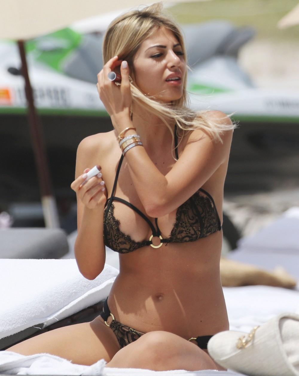 Мелисса Кастаньоли (Melissa Castagnoli) на пляже