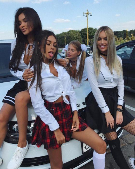 Девушки в коротких юбках