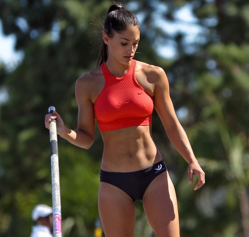 Спортивные Девушки в Спортивной Форме (32 фото)