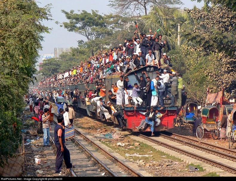Переполненные поезда (13 фото)