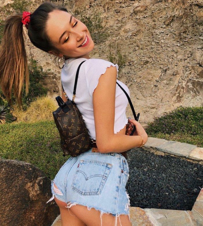 Девушки в джинсовых шортиках (27 фото)