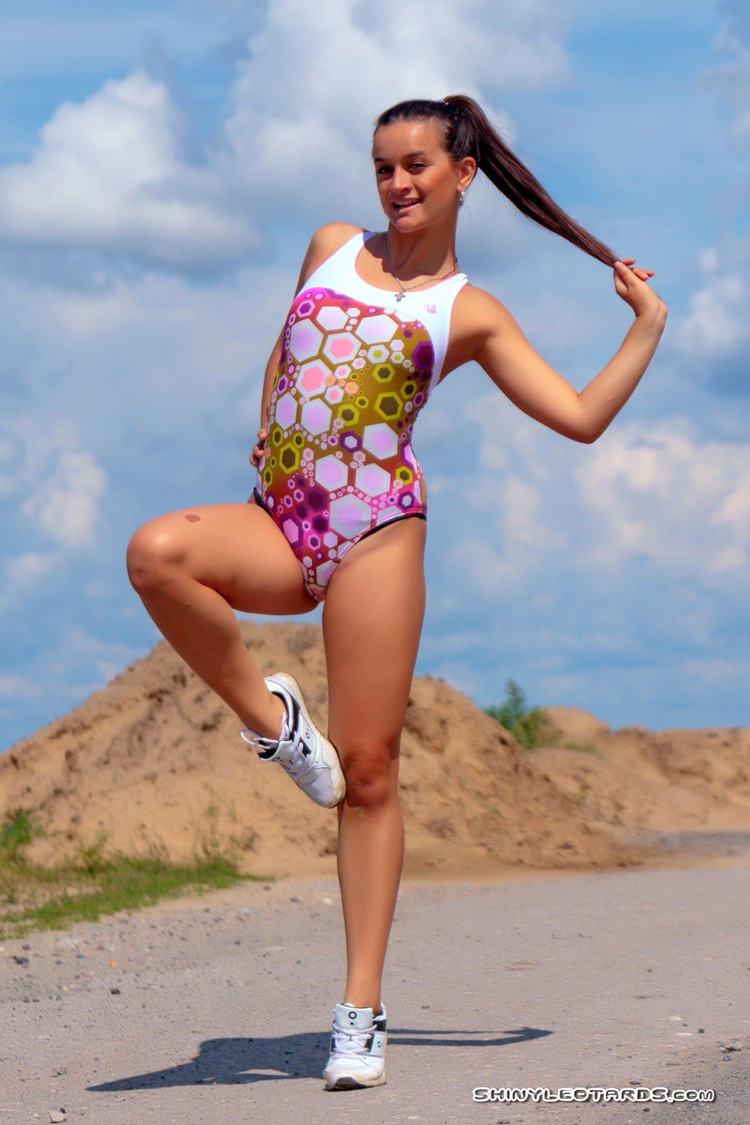 Гибкая Спортивная Девушка (18 фото)