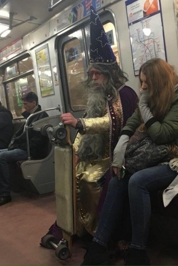 должна подходить фото прикольных людей в метро учит прежде