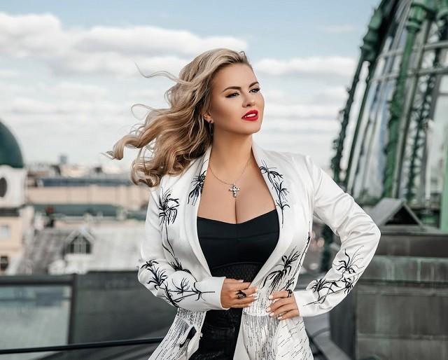 Анна Семенович рассказала почему у нее такая большая грудь