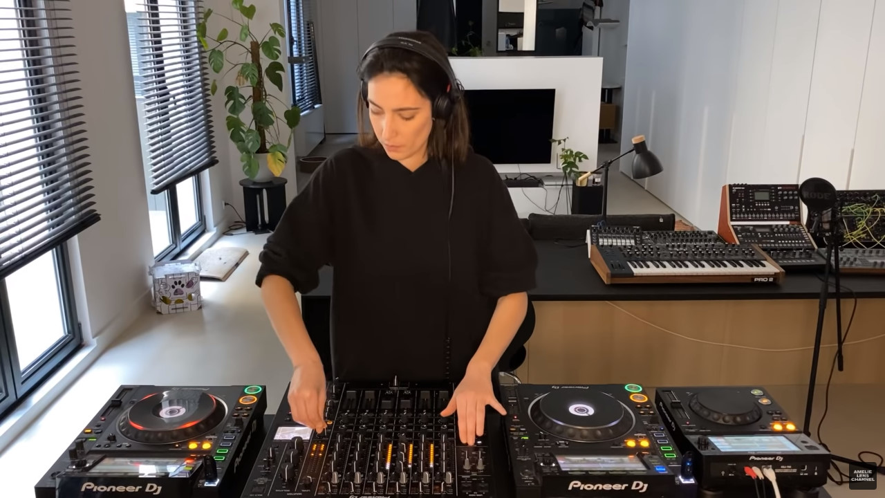 Amelie Lens lockdown session at home