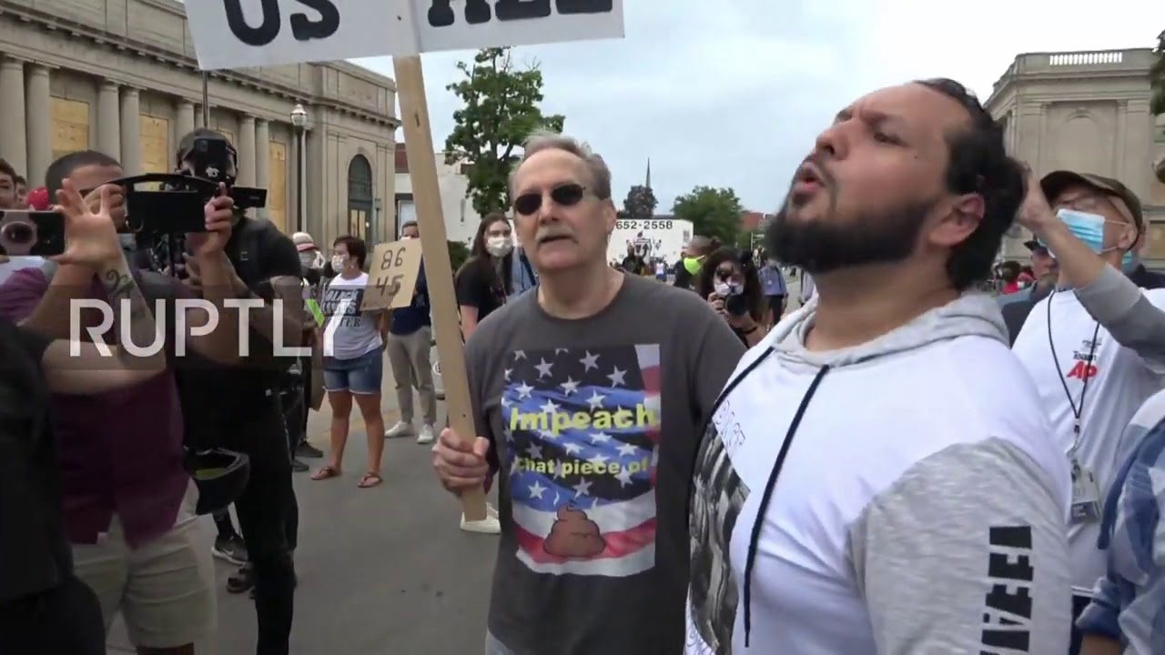 Протесты в США - USA: Tensions high as Trump supporters, BLM protesters face off during president's visit